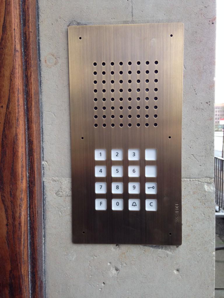 Udskiftning af gammelt porttelefon anlæg til Siedle - efter